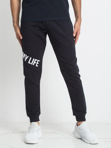 TOMMY LIFE Męskie granatowe spodnie dresowe                              zdj.                              1