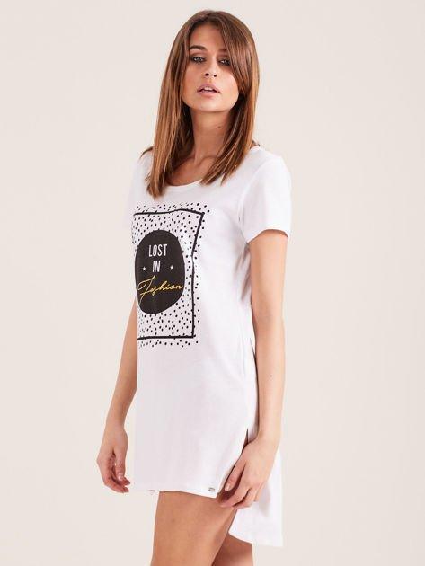 Biała koszula nocna z nadrukiem                              zdj.                              3