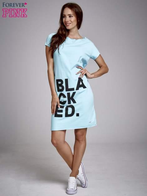 Turkusowa sukienka dresowa z napisem BLACKED                                  zdj.                                  2