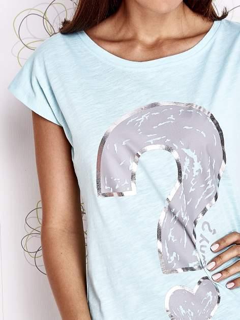 Turkusowy t-shirt z nadrukiem znaku zapytania                                  zdj.                                  5