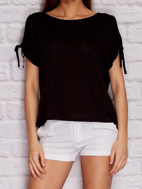 YUPS Czarny t-shirt z wycięciami na rękawach                                  zdj.                                  1