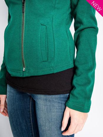 Zielona bluza o kroju ramoneski z asymetrycznym suwakiem                                  zdj.                                  9