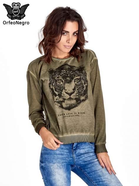 Zielona bluza z nadrukiem tygrysa i dżetami