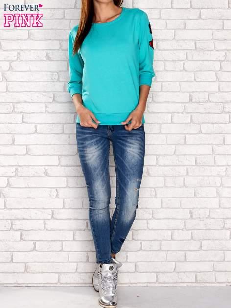 Zielona bluza z naszywkami na rękawie                                  zdj.                                  2