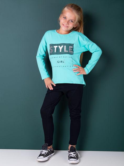 Zielona bluzka dla dziewczynki z napisem i aplikacją                              zdj.                              2