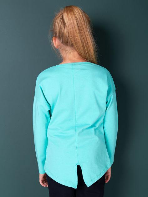 Zielona bluzka dla dziewczynki z napisem i aplikacją                              zdj.                              3