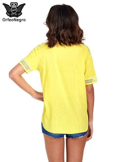 Zielona bluzka koszulowa z ażurowaniem                                  zdj.                                  4
