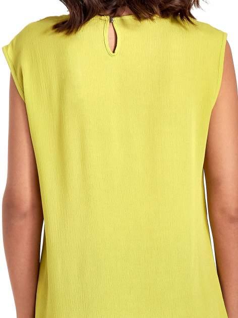 Zielona bluzka koszulowa z ozdobnym dekoltem z wycięciami                                  zdj.                                  7