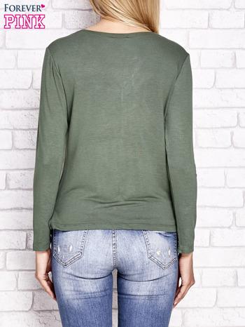 Zielona kopertowa bluzka z trójkątnym dekoltem                                  zdj.                                  4