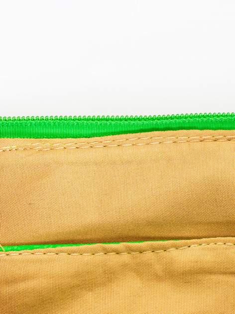 Zielona kopertówka z dżetami motyw ust                                  zdj.                                  7