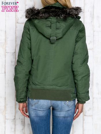Zielona kurtka z futrzanym wykończeniem kołnierza                                  zdj.                                  5