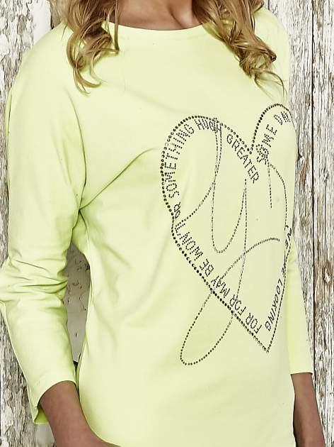 Zielona sukienka dresowa z sercem z dżetów                                  zdj.                                  4