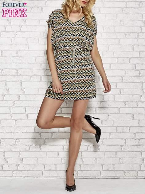 Zielona wzorzysta sukienka ze złotym plecionym paskiem                                  zdj.                                  2
