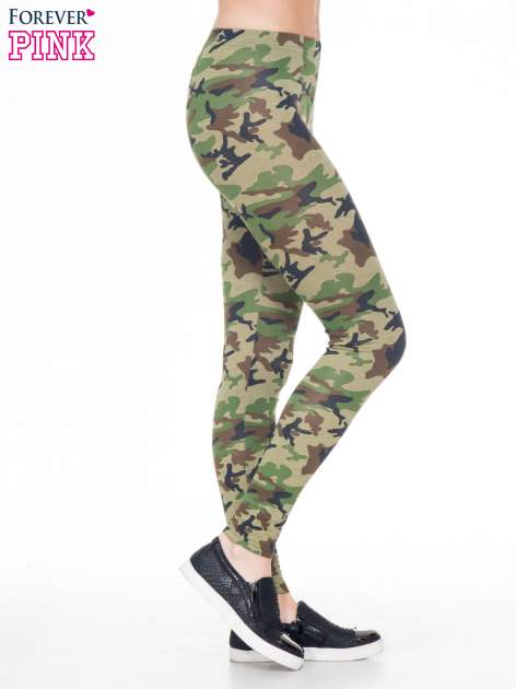 Zielone legginsy we wzór moro                                  zdj.                                  3