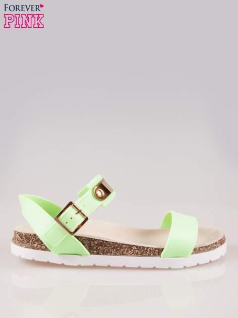 Zielone sandały z blaszką na korkowej podeszwie