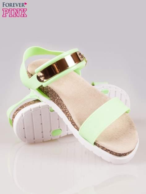 Zielone sandały z blaszką na korkowej podeszwie                                  zdj.                                  4