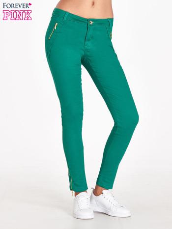 Zielone spodnie ze złotymi suwakami