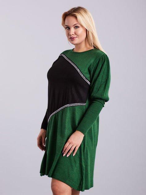 Zielono-czarna sukienka dzianinowa PLUS SIZE                              zdj.                              3