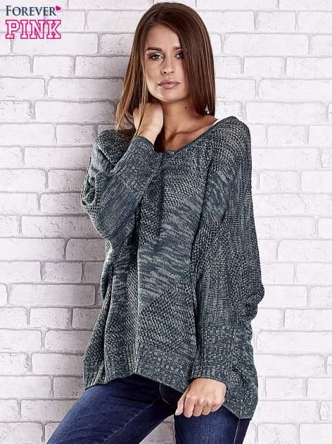 Zielony melanżowy sweter oversize o kroju nietoperz                                  zdj.                                  4