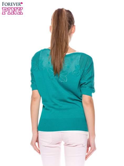 Zielony sweter z ażurową górą i krótkim rękawkiem                                  zdj.                                  4