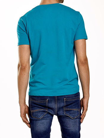 Zielony t-shirt męski z nadrukiem napisów                                  zdj.                                  3
