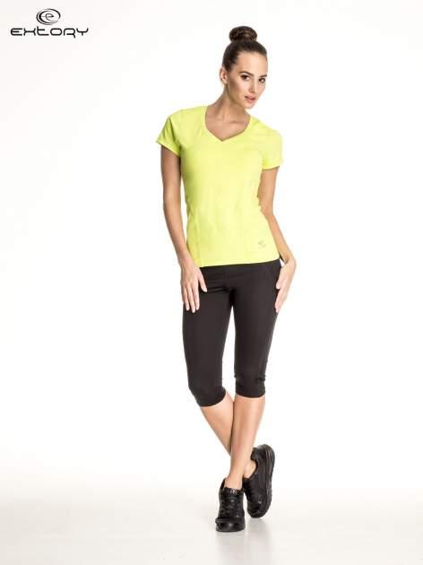 Zielony t-shirt sportowy z dekoltem V-neck PLUS SIZE                                  zdj.                                  2