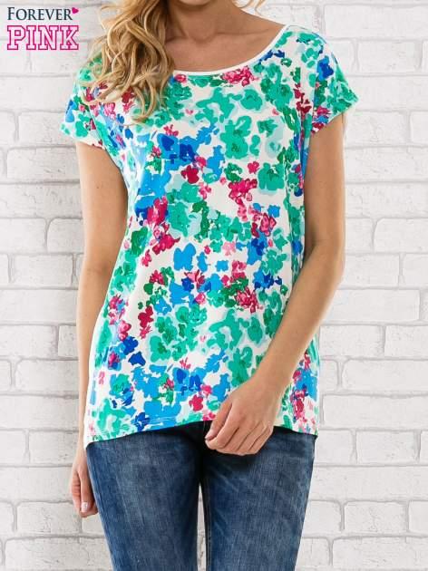 Zielony t-shirt z kwiatowym wzorem                                  zdj.                                  1