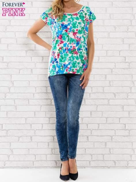 Zielony t-shirt z kwiatowym wzorem                                  zdj.                                  2