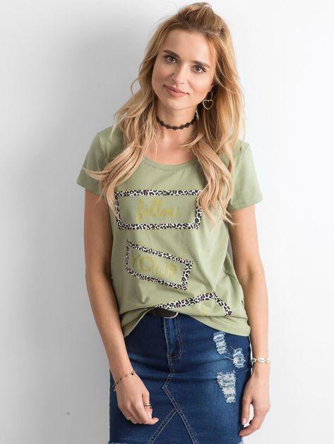Zielony t-shirt z nadrukiem                              zdj.                              1
