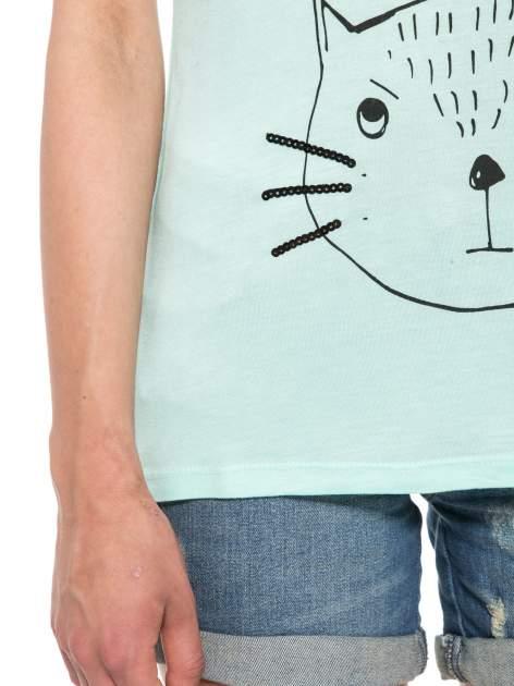 Zielony t-shirt z nadrukiem kota i myszy                                  zdj.                                  6