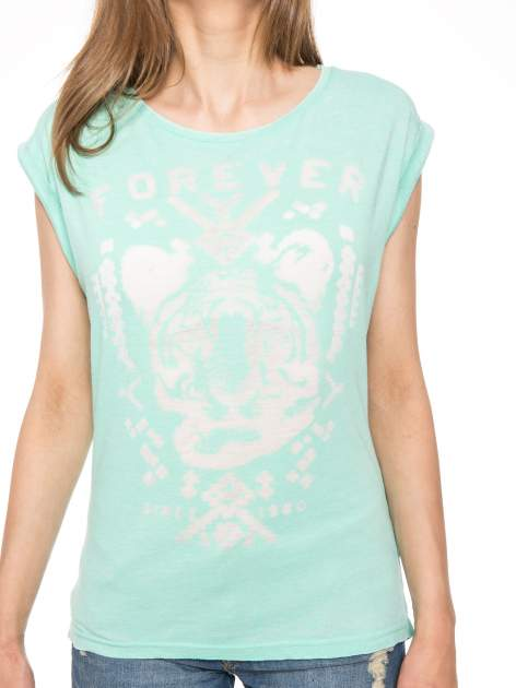 Zielony t-shirt z napisem FOREVER i nadrukiem tygrysa                                  zdj.                                  9