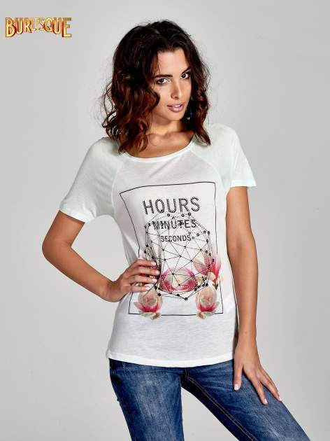 Zielony t-shirt z napisem HOURS MINUTES SECONDS z dżetami