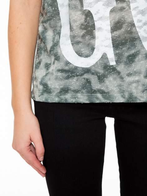 Zielony t-shirt z napisem LET'S GO i koronkowymi wstawkami                                  zdj.                                  7