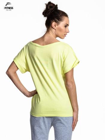Zielony t-shirt z napisem MIND OVER BODY                                  zdj.                                  3