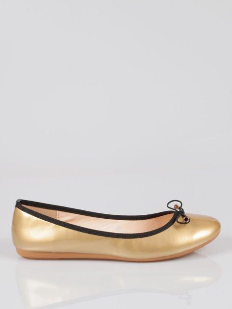 Złote baletki faux leather Evy z czarną kokardką i lamówką                              zdj.                              1