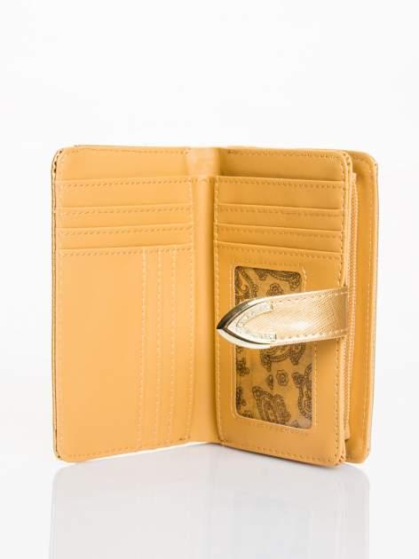 Złoty porfel z dżetami efekt skóry saffiano                                  zdj.                                  3