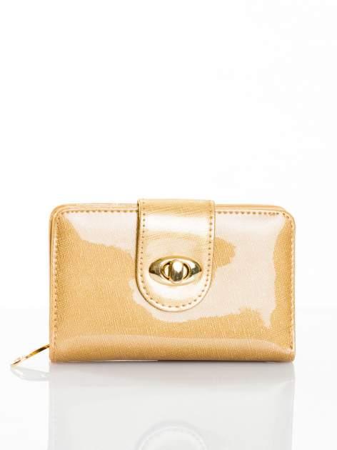 Złoty portfel ze złotym zapięciem efekt skóry saffiano                                  zdj.                                  1