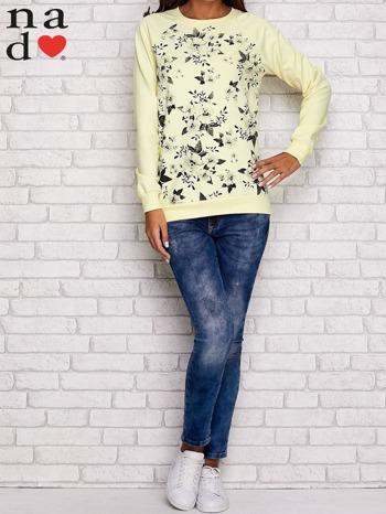 Żółta bluza z kwiatowym nadrukiem                                  zdj.                                  2