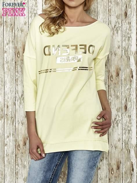 Żółta bluza ze złotym napisem i suwakiem