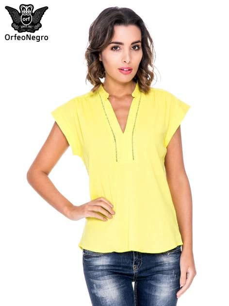 Żółta bluzka koszulowa z ażurowaniem wzdłuż dekoltu                                  zdj.                                  1