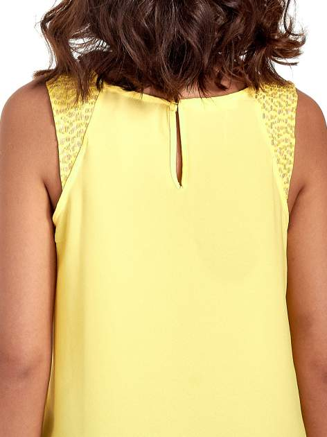 Żółta bluzka koszulowa z koralikami przy ramionach                                  zdj.                                  7