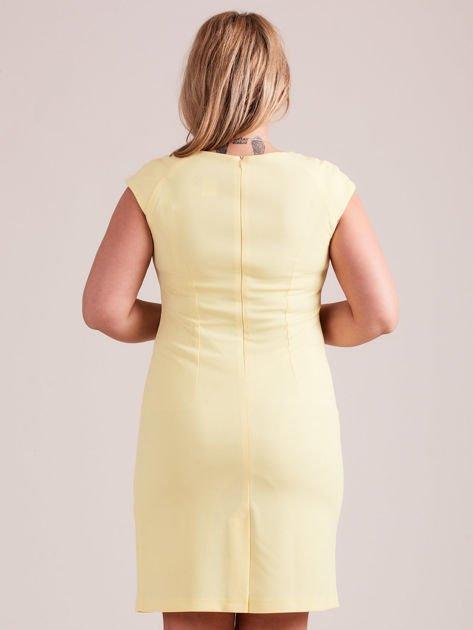 Żółta elegancka sukienka z marszczeniem PLUS SIZE                              zdj.                              3