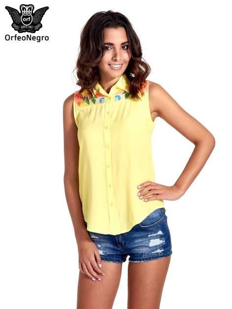 Żółta koszula bez rękawów z roślinnym haftem na górze                                  zdj.                                  1