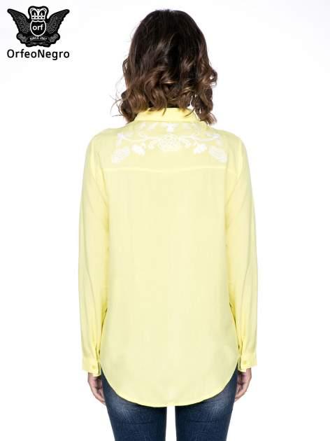 Żółta koszula z haftem na ramionach i plecach                                  zdj.                                  4