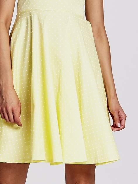 Żółta rozkloszowana sukienka w groszki                                  zdj.                                  5