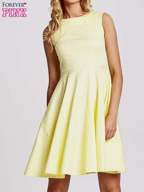 Żółta rozkloszowana sukienka w groszki