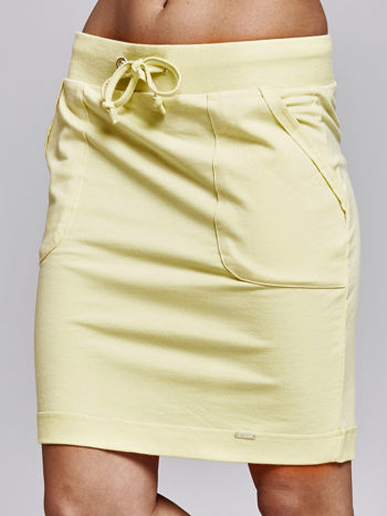 Żółta spódnica dresowa z kieszeniami