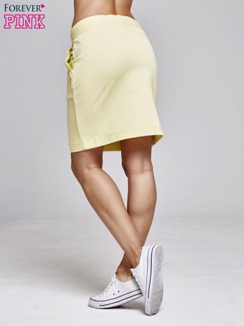 Żółta spódnica dresowa z kieszeniami                                  zdj.                                  4