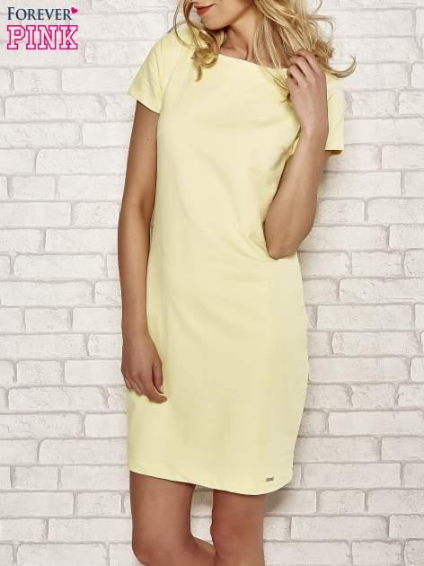 Żółta sukienka dresowa o prostym kroju