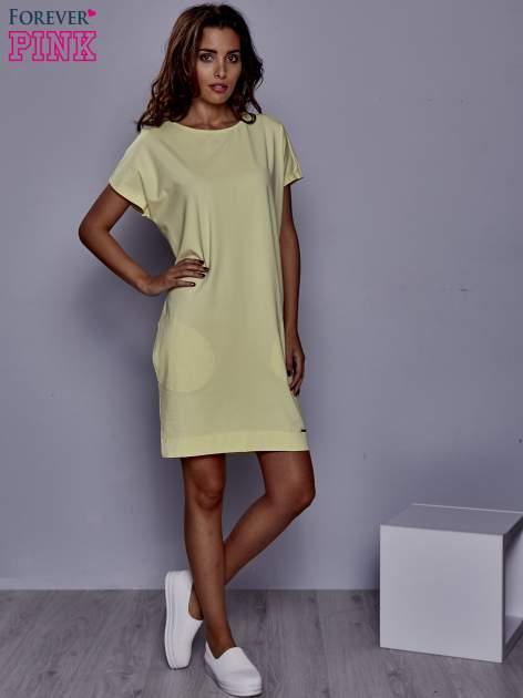 Żółta sukienka dresowa z kieszeniami po bokach                                  zdj.                                  2